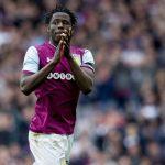 Keinan Davis applauds the Aston Villa fans. (Getty Images)