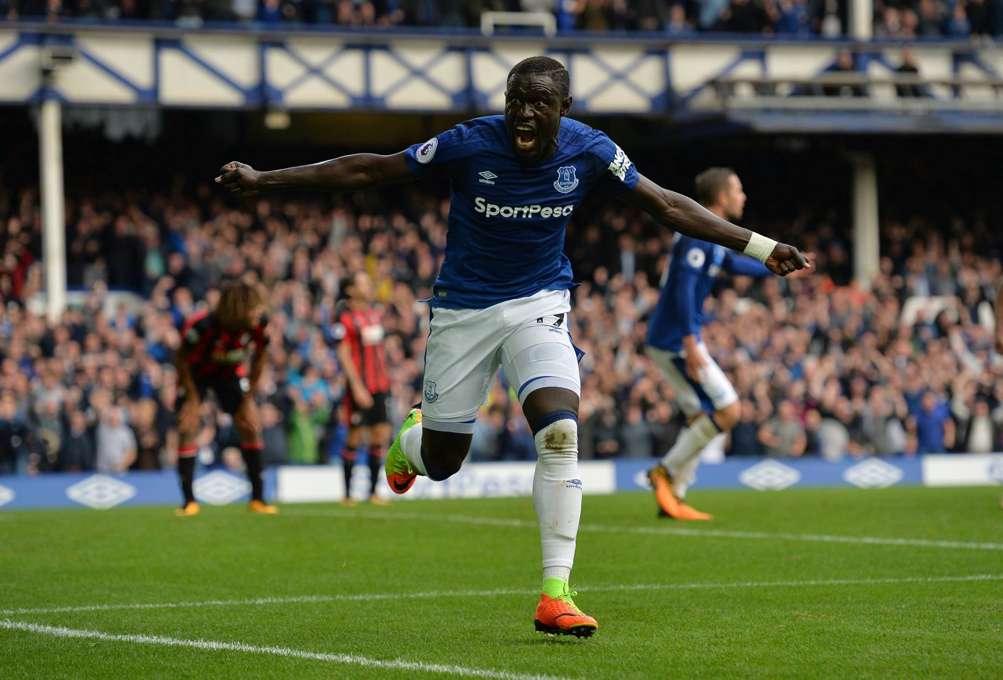 Oumar Niasse celebrates after scoring for Everton. (Getty Images)
