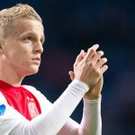 Donny van de Beek applauds the Ajax fans. (Getty Images)