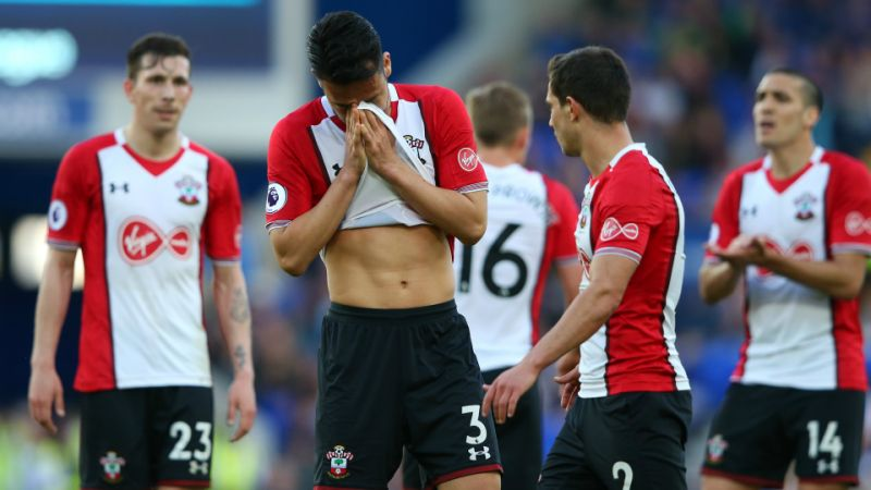Southampton players are dejected after conceding. (Getty Images)
