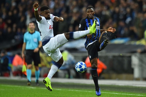 Tottenham right-back Serge Aurier competes with an Inter Milan player. (Getty Images)