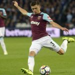West Ham left-back Aaron Cresswell tries to shoot the ball. (Getty Images)