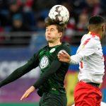 Wolfsburg midfielder Elvis Rexhbecaj in action. (Getty Images)