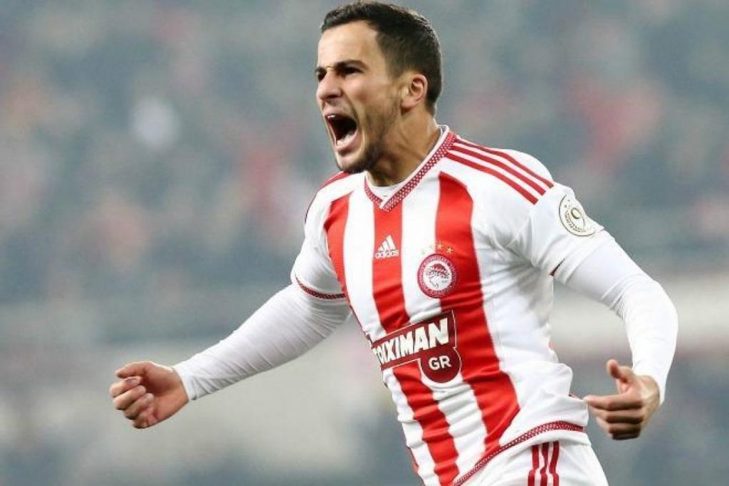 Olympiacos right-back Omar Elabdellaoui celebrates after scoring. (Getty Images)