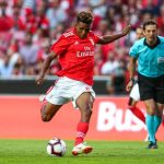 Benfica midfielder Gedson Fernandes tries to shoot. (Getty Images)
