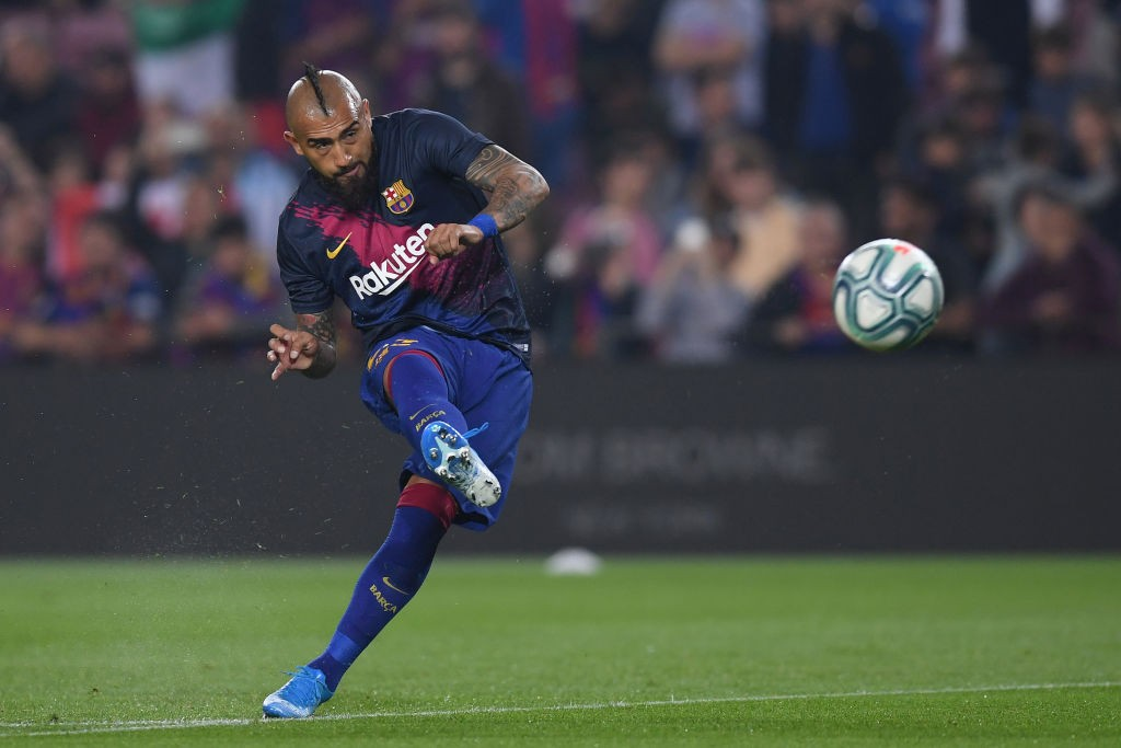 Barcelona midfielder Arturo Vidal is having a terrible time under isolation, according to teammate Ivan Rakitic. (Getty Images)