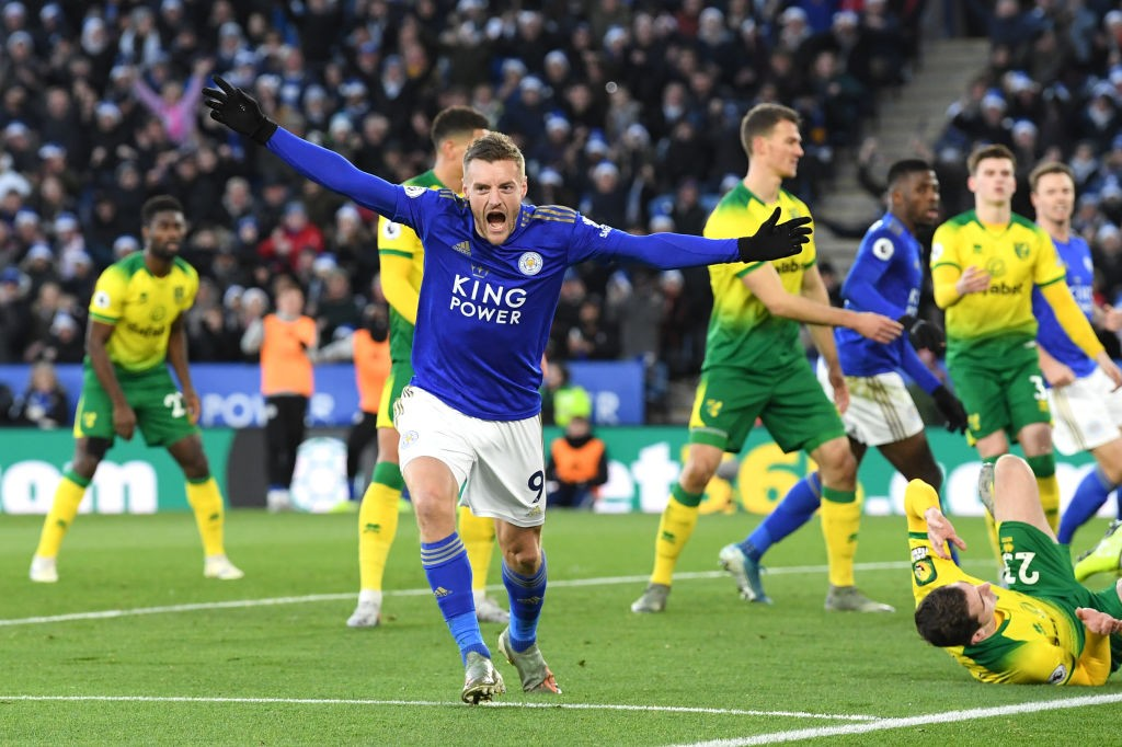 Jamie Vardy of Leicester City celebrates after scoring his team's first goal during the Premier League match between Leicester City and Norwich City at The King Power Stadium on December 14, 2019 in Leicester. (Getty Images)