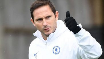 Chelsea boss Frank Lampard gives a thumbs-up. (Getty Images)