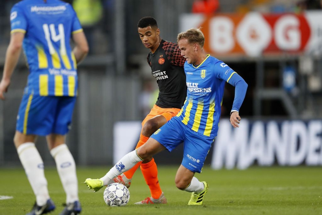 Cody Gapko of PSV (L) vies with Melle Meulensteen of RKC Waalwijk during the Dutch Eredivisie football match between RKC Waalwijk and PSV Eindhoven at Mandemakers Stadium on September 01, 2019 in Waalwijk. (Getty Images)